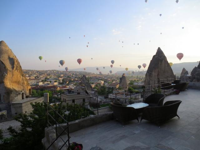 朝起きてびっくり Cappadocia, Turkey 2015/06/08 Photo by Kohyuh