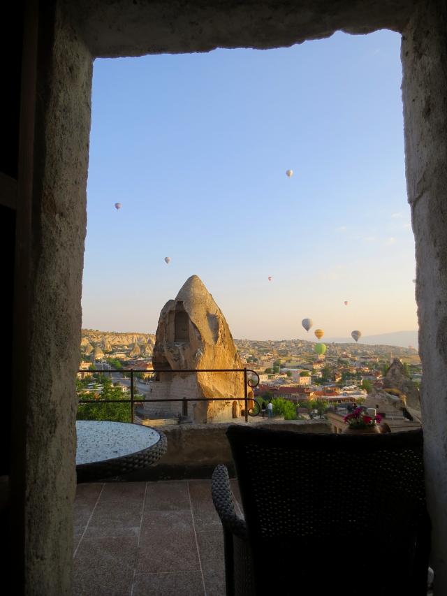 部屋の玄関からも Cappadocia, Turkey 2015/06/08 Photo by Kohyuh