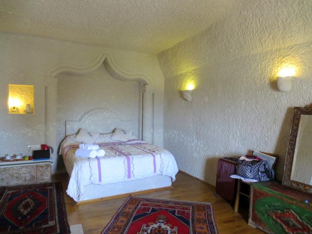 洞窟ホテルの部屋 Cappadocia, Turkey 2015/06/08 Photo by Kohyuh